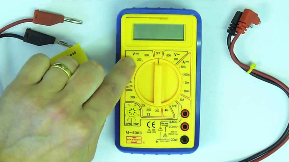 How to use a multimeter to measure voltage